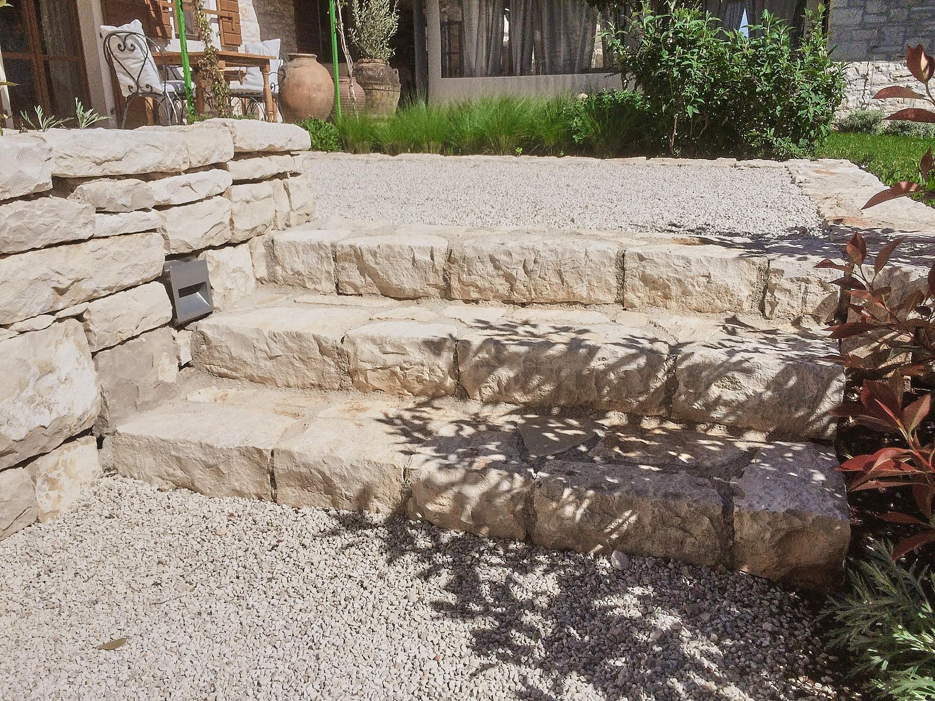 Steinstufen aus Naturstein Garten Terrasse