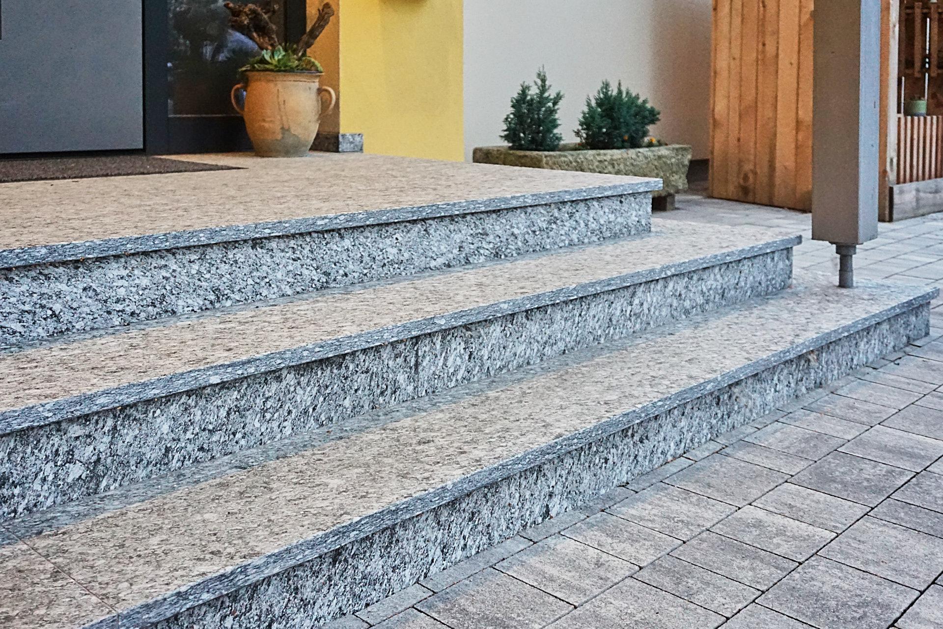 Steinstufen aus Naturstein